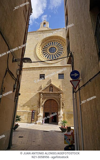 Mayor Prioral Church of Saint Peter. Reus, Tarragona, Catalonia, Spain, Europe