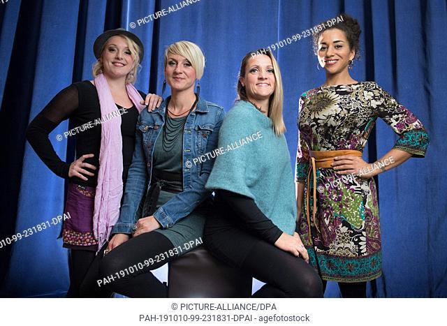 09 October 2019, Saxony, Dresden: Sabine Kaufmann (l-r), Nelly Palmowske, Silvana Mehnert and Nadja Benaissa, singers of the Dresden a-capella band medlz
