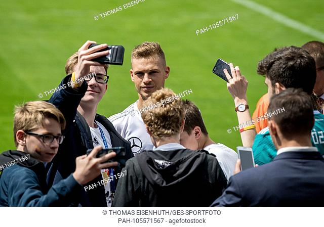 The German team starts with training in Vatutinki, German fans come to the facility, Joshua Kimmich signs autographs and can take pictures with the fans GES /...