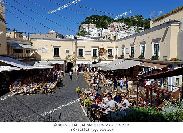 On the Piazetta square with sidewalk cafes, Capri, Capri island, Gulf of Naples, Campania, Italy