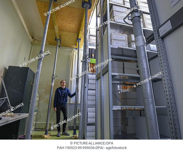 19 September 2019, Brandenburg, Frankfurt (Oder): Denny Becker, Head of the City Archive, stands between supporting pillars that protect a room of the old...