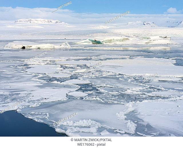 Glacial lagoon Joekulsarlon at Breithamerkurjoekull in NP Vatnajoekull during winter. Europe, Northern Europe, Iceland