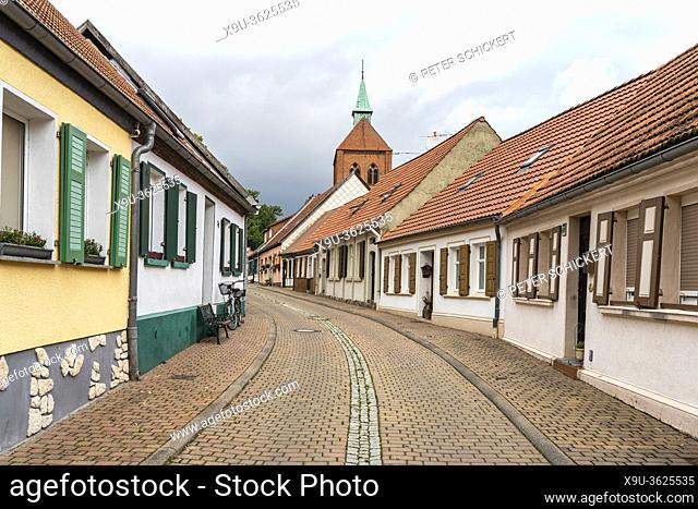 Altstadt mit Stadtkirche St. Georg in Arneburg, Landkreis Stendal, Sachsen-Anhalt, Deutschland | old town with St. George church in Arneburg, Saxony-Anhalt