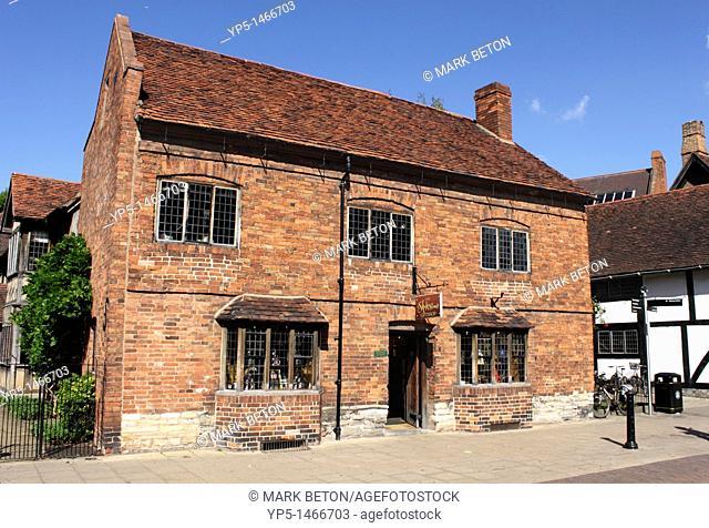 The Shakespeare Giftshop Henley Street Stratford Upon Avon