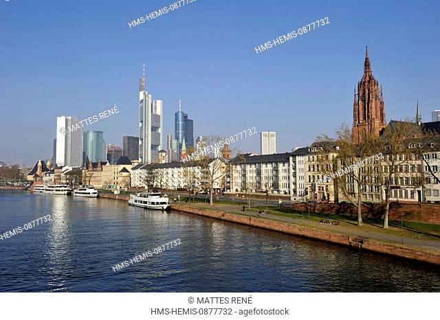 Germany, Hesse, Frankfurt am Main, View over river Main with skyline and cathedral