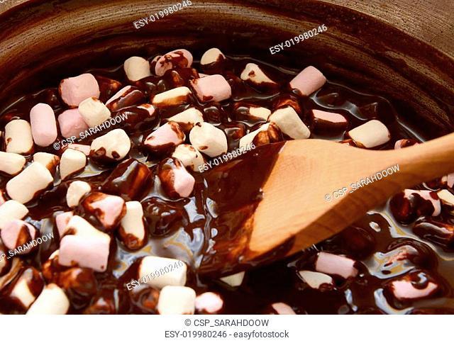 Mixing mini marshmallows into dark chocolate
