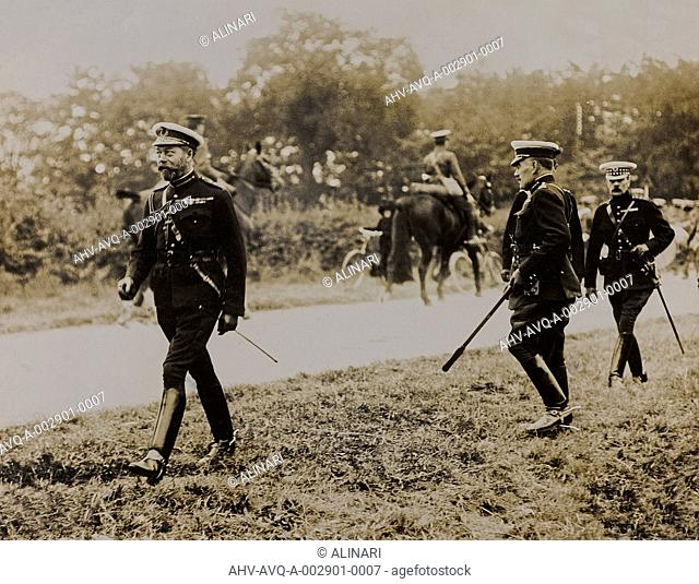 World War I: the British King George V (1865-1936) in divided between military, shot 1914-1918