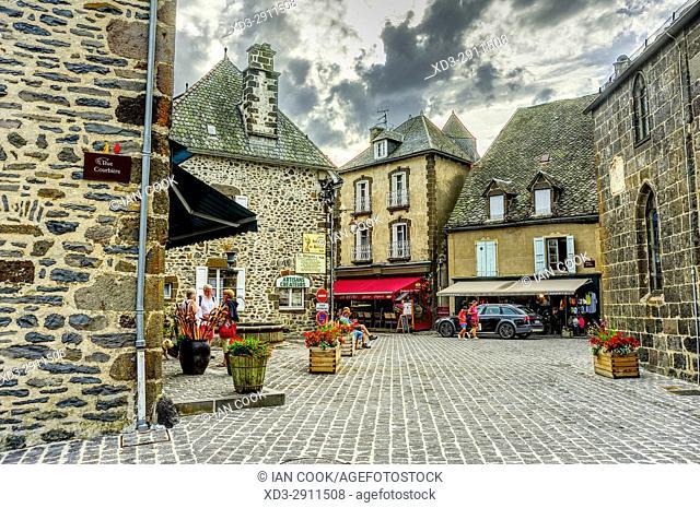 Place de lâ. . Eglise, Salers, Cantal Department, Auvergne, France
