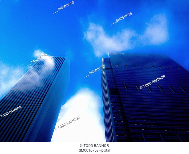 Cloud plumes forming on Aon Center and Blue Cross Blue Shield Building, Chicago, Illinois