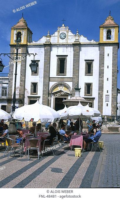 Cafe in front of church, Praca Do Giraldo, Evora, Alentejo, Portugal