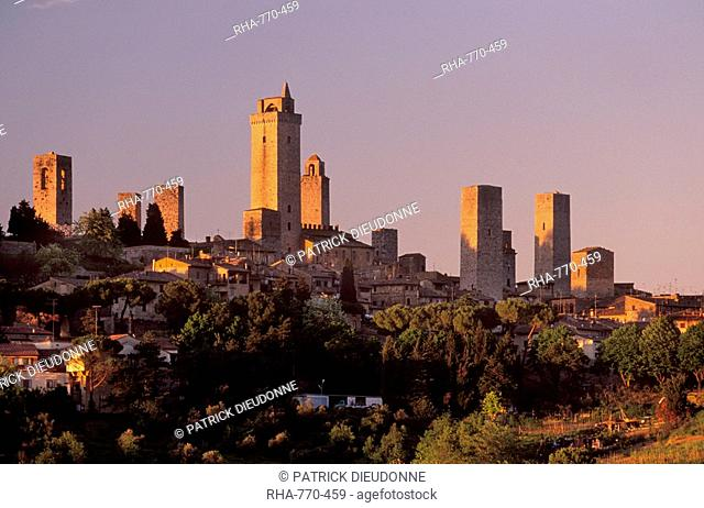 San Gimignano delle belle Torri at sunset, a medieval town, UNESCO World Heritage Site, Tuscany, Italy, Europe