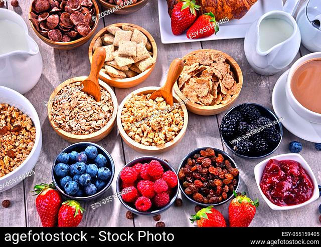 Composition with different sorts of breakfast cereal products and fresh fruits