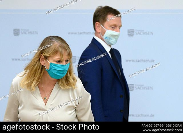27 October 2020, Saxony, Dresden: Michael Kretschmer (CDU), Prime Minister of Saxony, comes to a press conference at the Ministry of the Interior with a mouth...