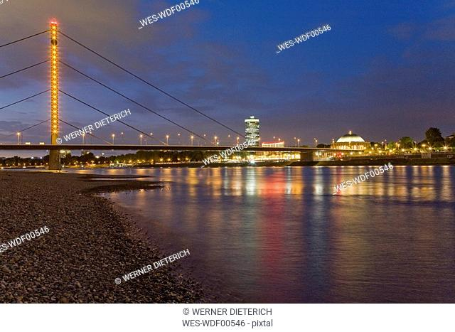 Germany, North-Rhine-Westphalia, Duesseldorf, Skyline at night