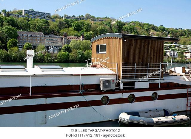France, Lyon, Quays of the Saône River, marina, harbour, Confluences, barge Photo Gilles Targat