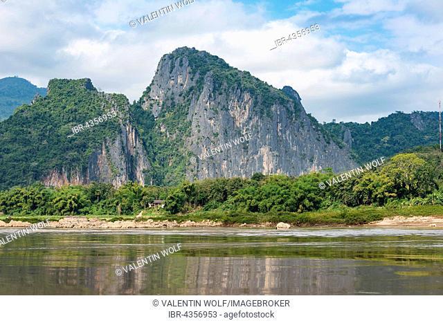 Landscape with mountains, limestone cliffs along the Mekong River, Pak Ou, Provinz Louangphabang, Laos