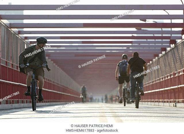 United States, New York City, Manhattan, Little Italy, cyclists on the Williamsburg Bridge