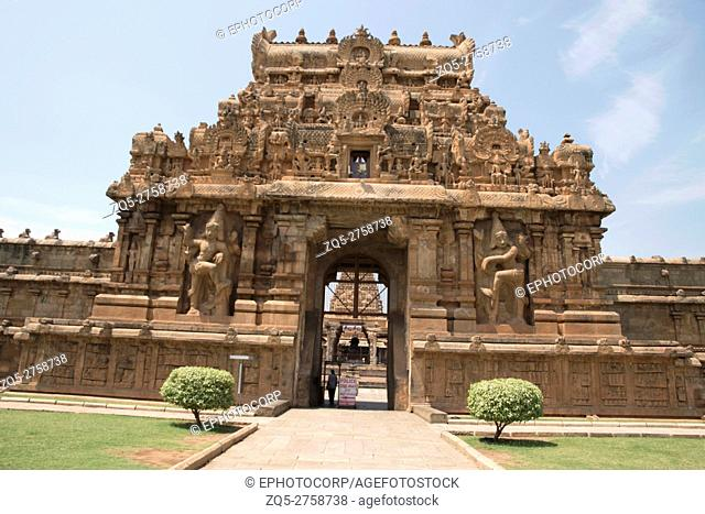 Rajarajan Tiruvasal and protecting wall, Brihadisvara Temple, Tanjore, Tamil Nadu, India. Vew from East