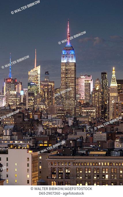 USA, New York, New York City, Lower Manhattan, Mid-town Manhattan skyline, elevated view, dusk