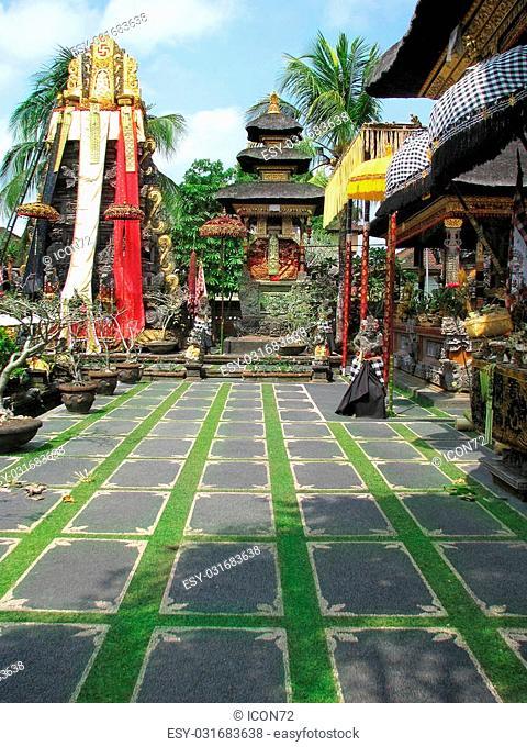 Bali: gorgeus Pura Saraswati temple at the lovey village of Ubud. Bali, Indonesia
