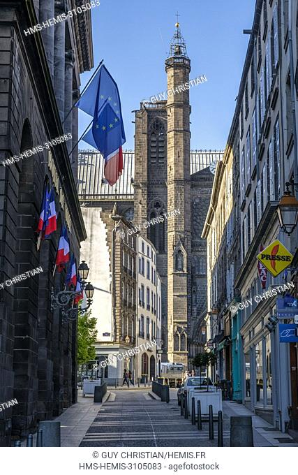France, Puy de Dome, Clermont Ferrand, Philippe marcombes street, Notre Dame de l'Assomption cathedral, Bayette tower