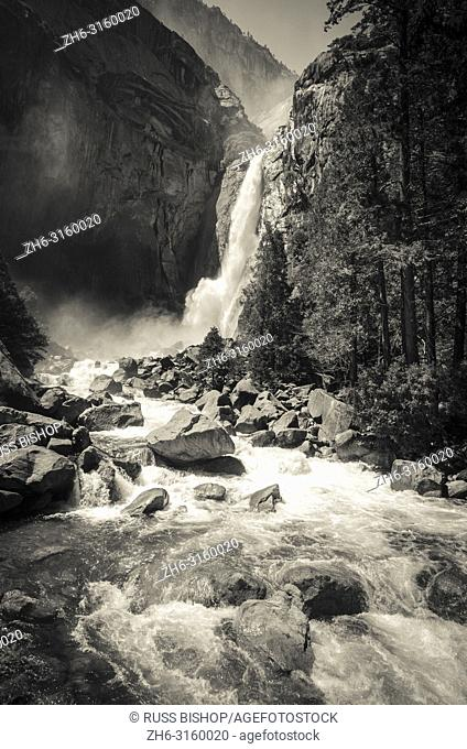 Lower Yosemite Fall, Yosemite National Park, California USA