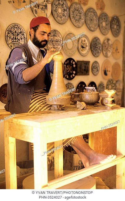 Making potery; Guellala; Djerba; Tunisia