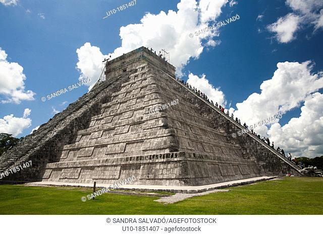 The Kukulkán Pyramid at Archeological site Chichén Itzá, Yucatan Peninsula, Mexico