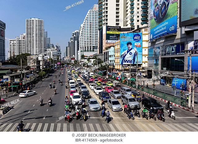 Sukhumvit road with lots of traffic, Soi Asoke, Asok, Bangkok, Thailand