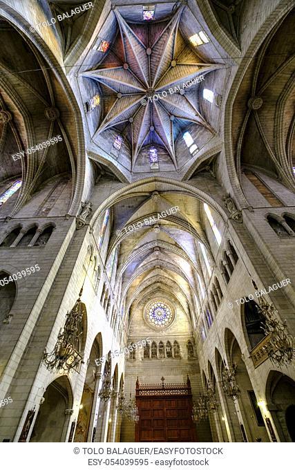 Iglesia Nuestra Senyora dels Dolors estilo neogótico del siglo XIX, edificada sobre la antigua iglesia de Sana María de Manacor, del siglo XV