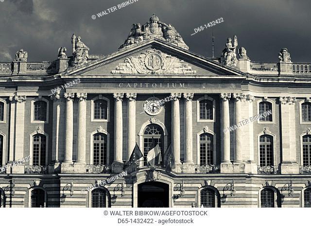 France, Midi-Pyrenees Region, Haute-Garonne Department, Toulouse, Place du Capitole, town hall
