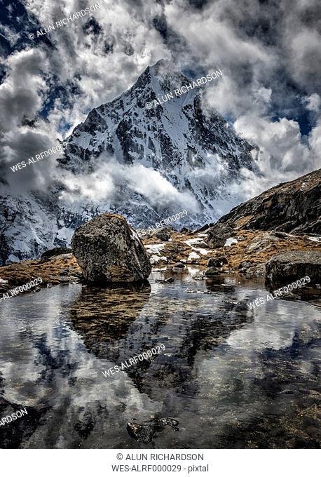 Nepal, Khumbu, Everest region, reflection of Arakam Tse