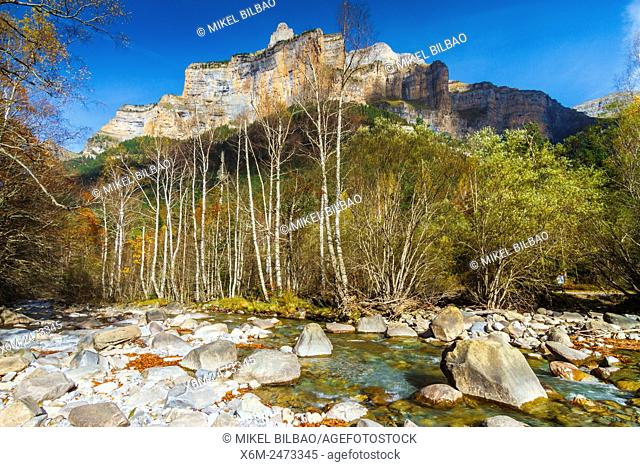 Arazas river and El Gallinero mountain. Ordesa Valley. . Ordesa National Park. Pyrenees, Huesca, Spain, Europe
