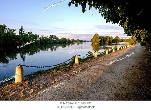 The quay along the Loire River, Chouze sur Loire, Loire Valley, UNESCO World Heritage Site, Indre et Loire, France, Europe