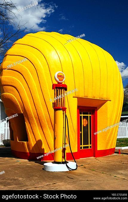 A vintage Shell station takes the shape of its namesake in Greensboro, North Carolina