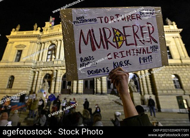 About one hundred people gathered outside the Rudolfinum music hall in the city centre this evening and called on Russia to immediately release opposition...