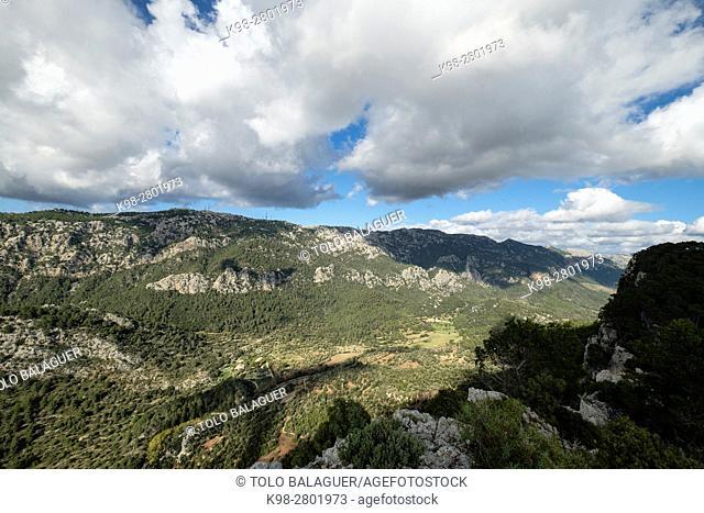 Sierra de Alfabia, 1067 meters, facilities of Abertis Telecom, Retevision, Tradia, Center Issuer of Alfabia, Comuna de Bunyola, communal land, Bunyola, Mallorca