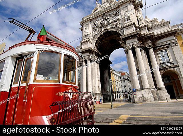 Lissabon, Arco Triunfal mit Straßenbahn