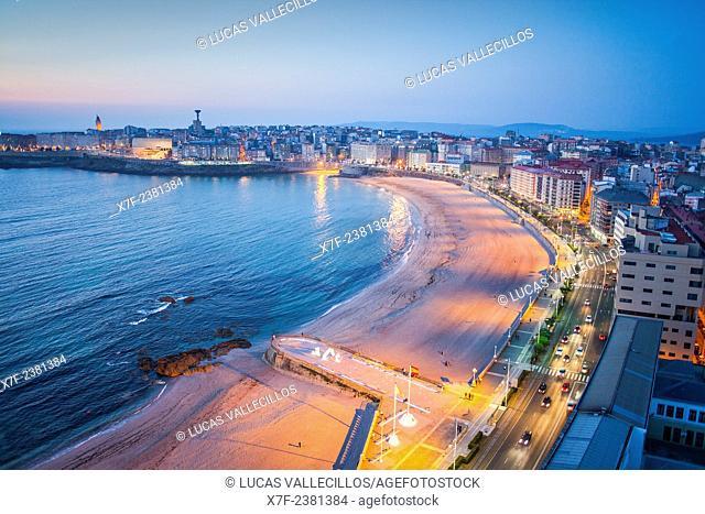 Ensenada del Orzan, Riazor beach and Avenida Pedro Barrie de la Maza, Coruña city, Galicia, Spain