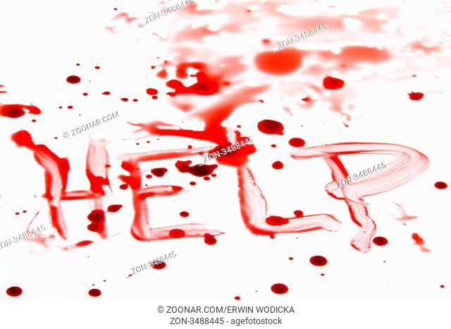Ein Messer mit Blut verschmiert. Tatwaffe eines Mordes. Symbolfoto Kriminalität