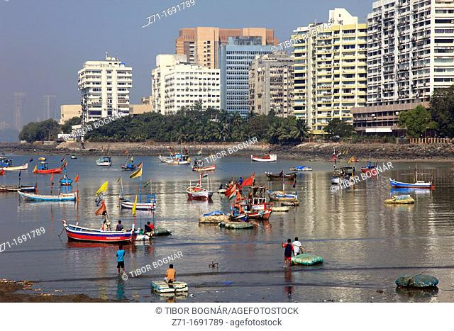 India, Maharashtra, Mumbai, fishing boats, Nariman Point, skyline