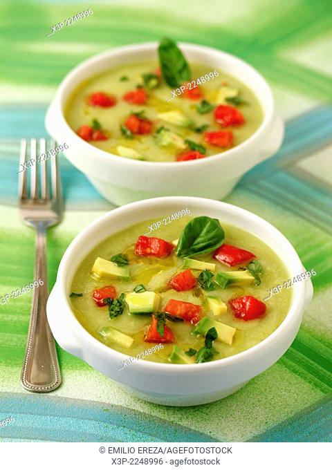 Cold soup of courgettes and avocado