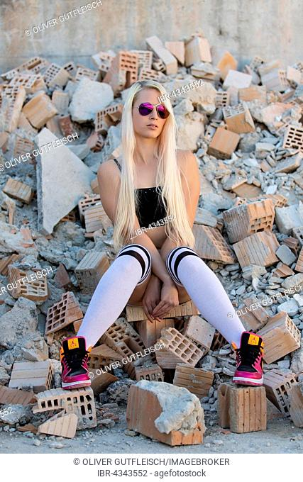 Young woman blond, posing with sporty outfit, fashion, lifestyle