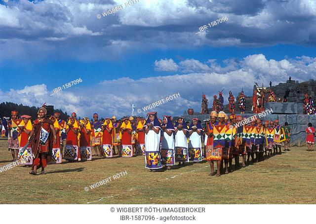 Traditional parade of the sun maidens and warriors of the sun to the Inti Raymi, winter solstice festival, important festival of the Inca, Peru, South America