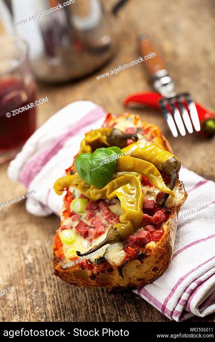 Gegrilltes Baguette mit Käse
