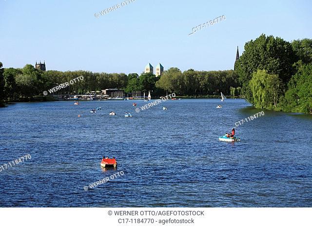 Germany, Muenster, Westphalia, Muensterland, North Rhine-Westphalia, boats on the Aa Lake, Muenstersche Aa, in the background the church towers of Ueberwasser...