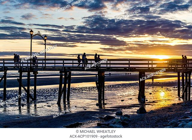 Sunset, White Rock Pier, Semiahmoo Bay, White Rock, British Columbia, Canada