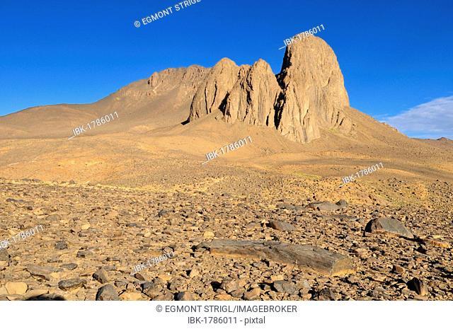 Volcanic landscape at Tahat, Atakor, Hoggar, Ahaggar Mountains, Wilaya Tamanrasset, Algeria, Sahara, North Africa