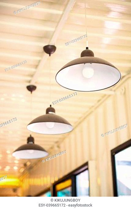 Arrangement of hanging lighting