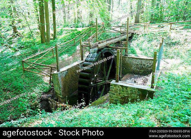 08 May 2020, Brandenburg, Falkenberg: View of the water wheel in Cöthen Park. The park located between Cöthen and Falkenberg is based on an idea of Carl...